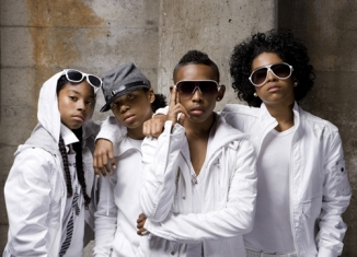 Behind the Scenes of Mindless Behavior's Christmas with my Girl Set
