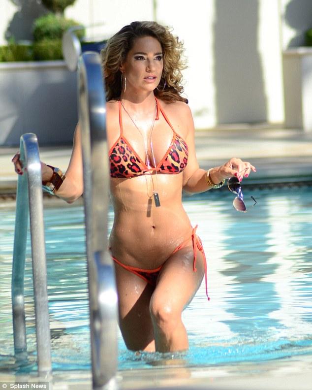 Jennifer Nicole Lee's [@thejnl] bikini bottoms come loose ...