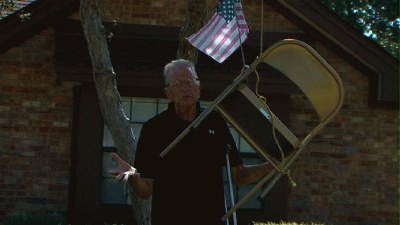 Austin Man Hangs Empty Chair From Tree Symbolizing President Obama - YouTube
