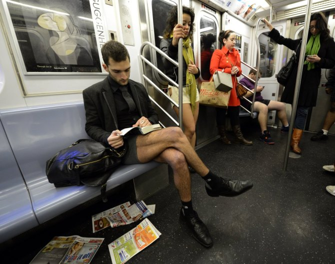 'No Pants Subway Ride' 2013: NYC Straphangers Go Pantless For Annual Tradition PHOTOS