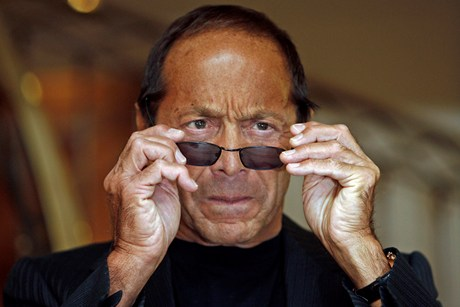 Paul Anka Slams Jay-Z, Calls Rapper 'Inappropriate'